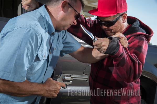 Gunfighting - Gun Knife Fight