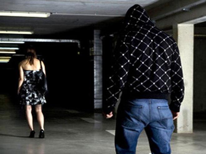 stalking, stalker, stalking safety tips, stalking warning signs, stalking danger, stalking dangers, stalking crime, stalking signs