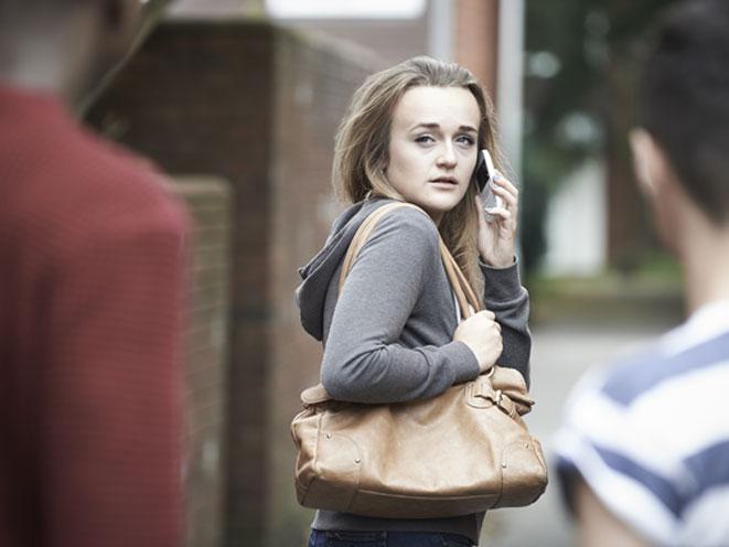 stalking, stalker, stalking safety tips, stalking warning signs, stalking danger, stalking dangers, stalking crime, stalking purse