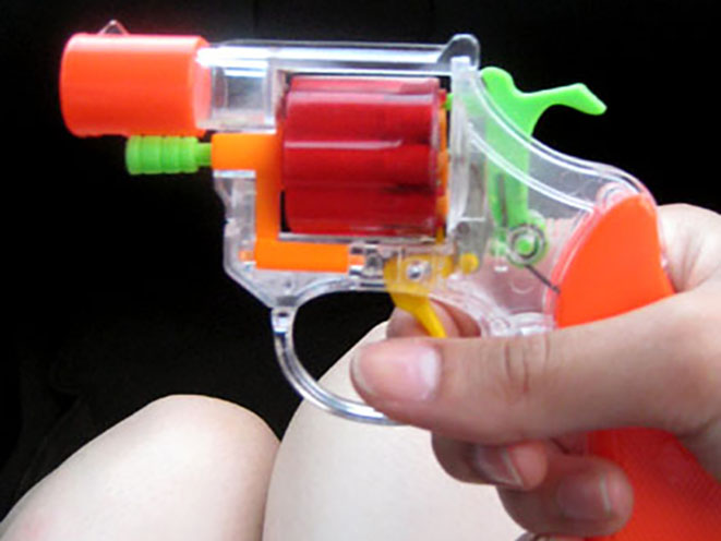 robber uses toy gun to commit crime