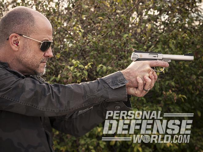 Smith & Wesson SW22 Victory pistol shooting