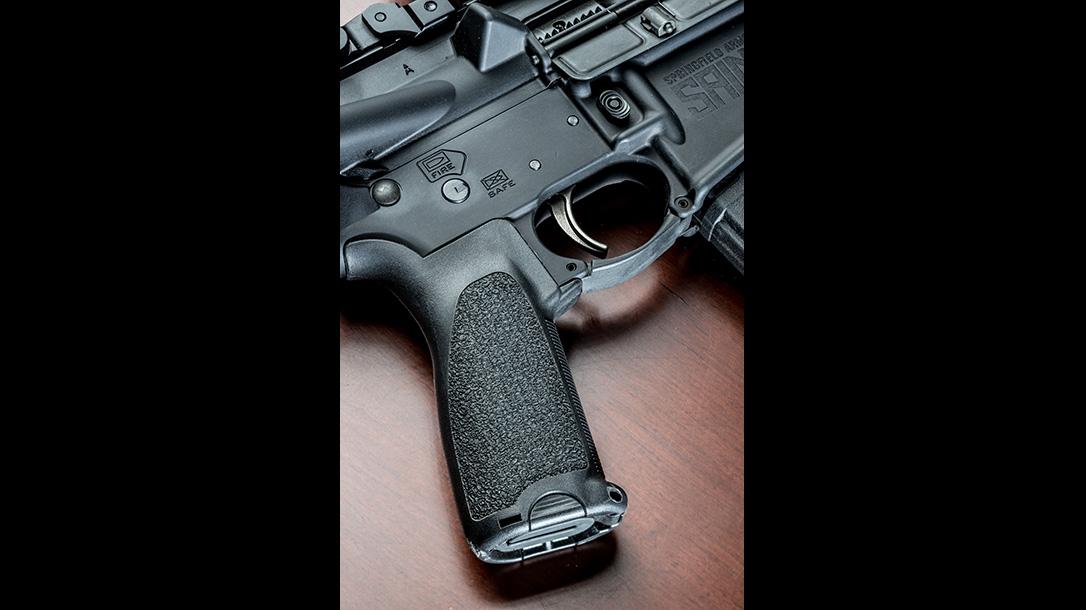 springfield saint rifle grip
