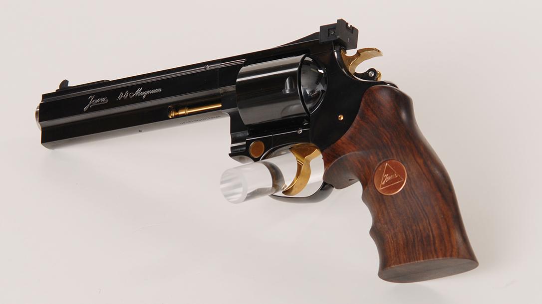 Hunting Handguns, Janz