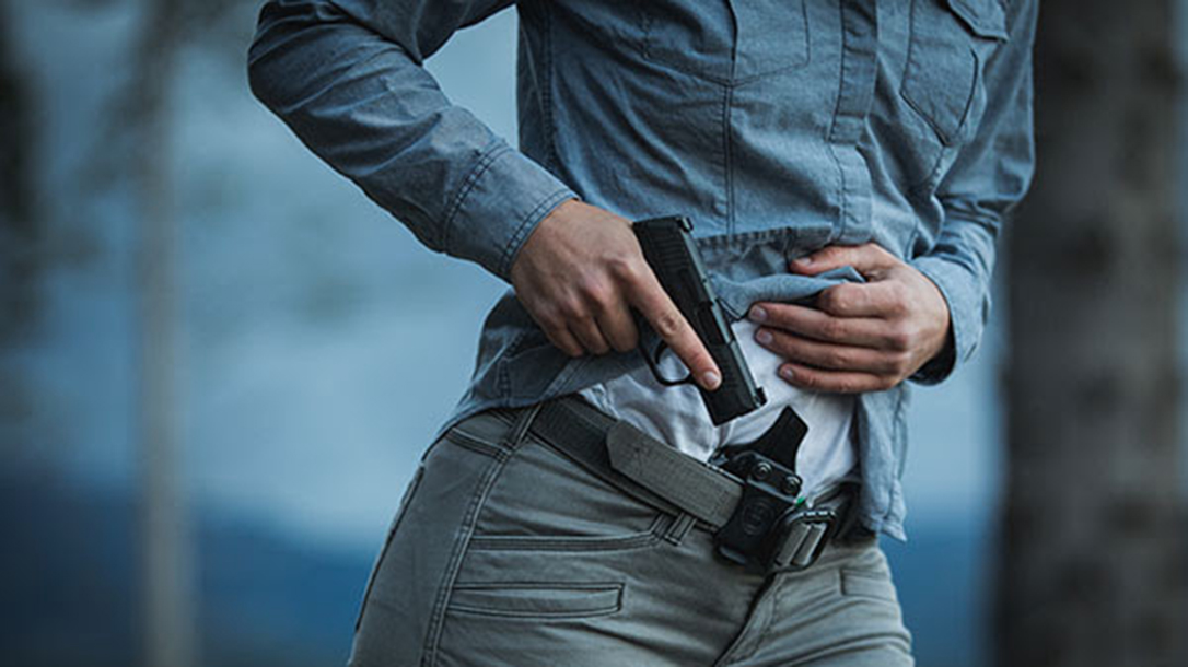 Philadelphia gun control, Threat of concealed carry permit scares off robber
