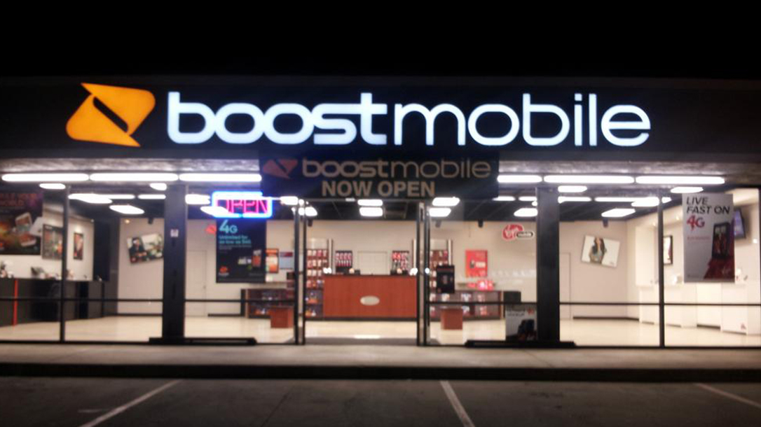 Boost Mobile Clerk Shoots Robber