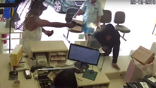 A Brazilian Concealed Carrier stopped an armed robbery.