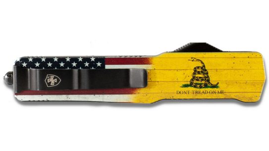 The Templar Don't Tread on Me knife features the 2A themed flag along with the Stars & Stripes.
